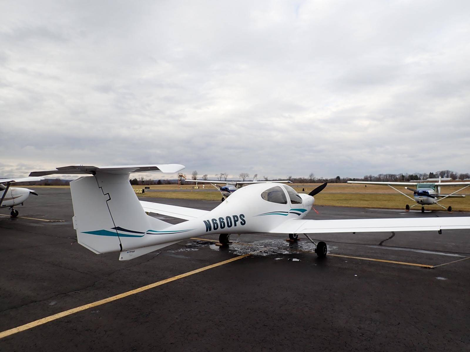 2005 Diamond DA40 - FOR SALE at Princeton Airport - Contact Ken Nierenberg at 609-731-4628